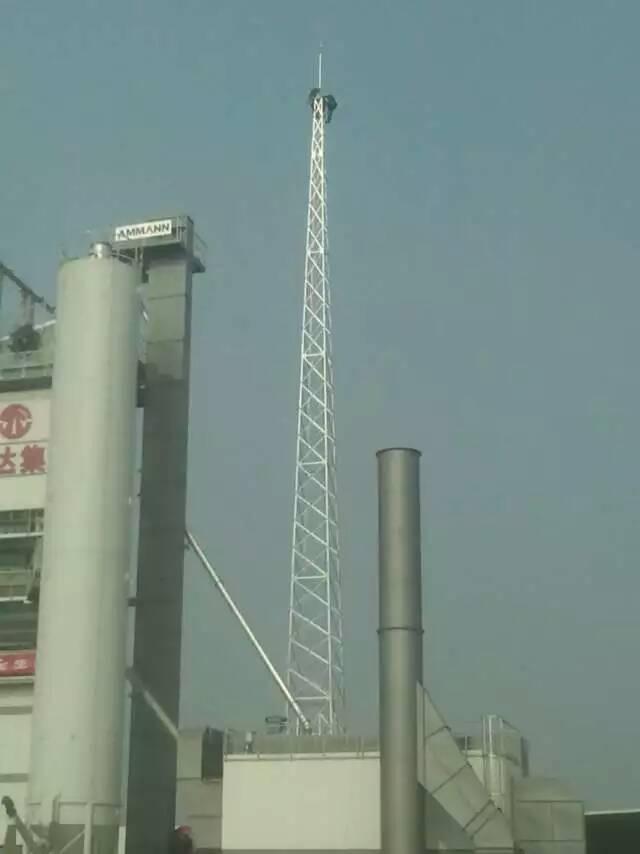 避雷塔有三种规格1、GFL四柱角钢避雷塔,2、GJT三柱圆钢避雷塔,3、GH钢管杆避雷塔。 避雷针塔的保护范围还要按照滚球法来计算保护半径和保护范围。避雷塔主要用于各种建筑的防雷工程,特别是炼油厂、加油站、化工厂、煤矿、炸药库、易燃易爆车间,更应该及时的安装避雷塔,因气候变化,雷电灾害不断加重,现在很多建筑都安装避雷塔,特别是楼顶不锈钢饰铁塔,造形样式多样,外形美观,设计新颖独特,广泛应用于各类大楼楼顶、广场及小区的绿地等的建筑,使之与建筑物交相辉映,成为城市中标志性的装饰建筑。避雷塔原理与避雷针一样。减